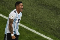 Com gol no final, Argentina se classifica para as oitavas da Copa